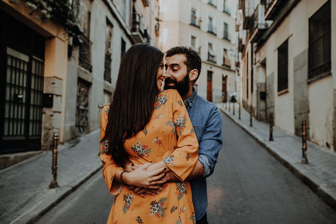 Couple photography in Lavapies in Madrid